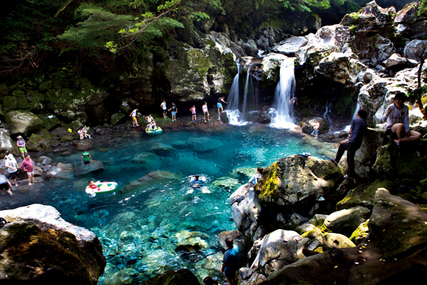 Cooling off in Jeju��s valleys and waterfalls