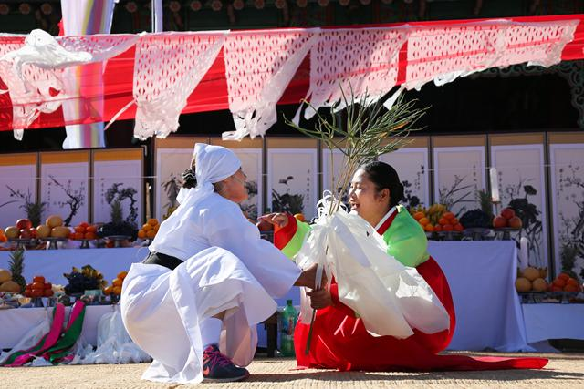 Ritual performed in Jeju��s old town